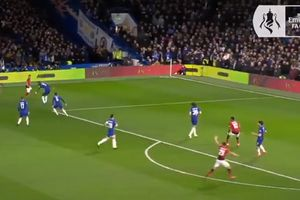 VIDEO - Umpan Berkelas Pogba Berujung Gol Man United ke Gawang Chelsea