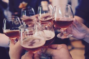 4 Dampak Negatif dari Minuman Beralkohol, Salah Satunya Bikin Perut Buncit