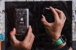 Unik, Karya Fotografi dengan Perangkat Apple Usang Sebagai Objeknya