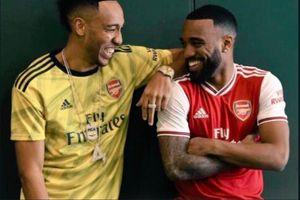Mesut Oezil Hengkang dari Arsenal, Lacazette dan Aubameyang Rebutan Warisan
