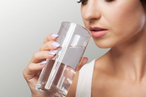 Perlu Dibiasakan, Minum Air Putih Saat Perut Kosong Miliki Banyak Manfaat