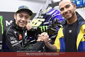 Valentino Rossi Vs Lewis Hamilton - Duel Juara Dunia Tukar Tunggangan