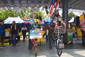 Dua Suporter Thailand Rela Naik Sepeda Selama 4 Hari ke Malaysia