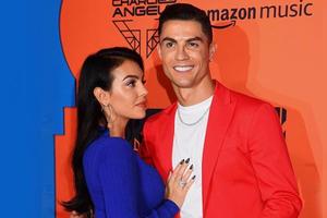 Lihat Georgina Rodriguez Pakai Bikini, Cristiano Ronaldo: Wanita Tercantik di Dunia