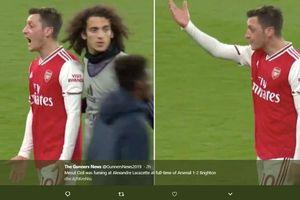 Arsenal Kalah Lagi di Liga Inggris, Mesut Ozil Murka Kepada Rekan Setim