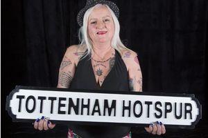 Perempuan Ini Punya 38 Tato untuk Menunjukkan Kecintaannya terhadap Jose Mourinho