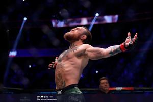 McGregor Dikasih Uang Segepok Cash Oleh Dana White! Segini Jumlahnya