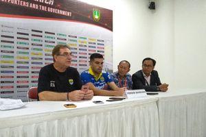 Pelatih Persib Bandung Beri Wejangan Bobotoh, Sebut Suporter Tebaik di Indonesia