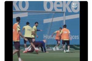 Aksi Lionel Messi Cetak Gol hingga Buat Marc-Andre ter Stegen Tersungkur