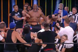 VIDEO - Belum Juga Berduel, Mike Tyson Sudah Gigit Telinga Roy Jones Jr
