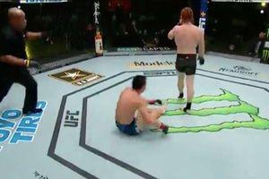 Apes! Petarung UFC ini Dihajar Lawan Karena Kesalahan Konyol