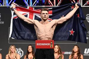 UFC 257 - Tukang Gantung Bakal Ejek dan Tantang Conor McGregor setelah Menang