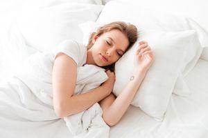 Hindari 5 Makanan Ini Jika Ingin Tidur Nyenyak!