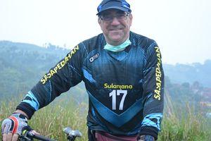 Pelatih Persib Ketularan Ikuti Tren Gowes Sepeda Selama Pandemi COVID=19