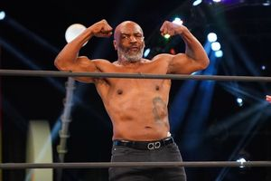 Mike Tyson Ribut Besar Sama Tetangga Cuma Gara-gara Kotoran Burung