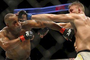 UFC 252 - Bukan Stipe Miocic atau Jon Jones, Daniel Cormier Ungkap Lawan Paling Beratnya