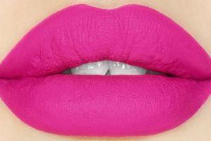Tips dan Trik Agar Lipstik Tahan Lama di Bibir, Cewek Wajib Tahu!