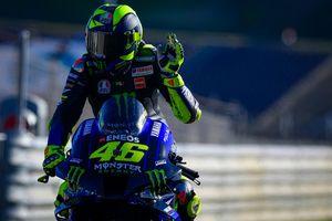 Cara Balapnya Bikin Gerah, Valentino Rossi Diminta Pensiun Saja