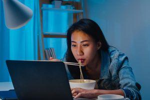 Tak Hanya Gendut, Riset Buktikan Makan Tengah Malam Mengancam Nyawa!