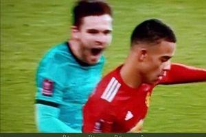 Cara Kocak Bek Liverpool Hentikan Gol Predator Muda Man United, Hasilnya Sia-sia