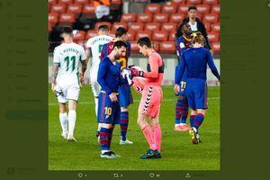Gara-gara Messi, Sponsor Kiper Elche Terpaksa Ganti Hadiah untuk Penggemar