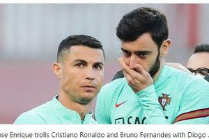 Sibuk Nonton Ronaldo, Bruno Fernandes Bantah Bicara dengan Fans yang Ngamuk