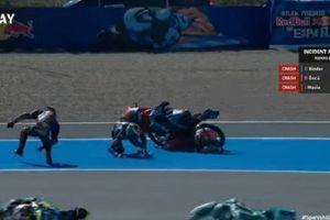 Gerak Lambat Video Leher Pembalap Moto3 Hampir Terpotong saat Kecelakaan di Moto3 Spanyol 2021