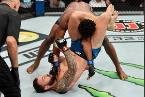 UFC Dibuat Heboh usai Wasit Telat Hentikan Duel hingga Tangan Jagoan Jadi Korban
