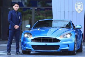 Potret Syahrian Abimanyu Jadi Model Mobil Aston Martin, Sponsor Baru JDT