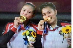 Momen Greysia/Apriyani Raih Medali Emas Olimpiade Tokyo 2020 - Hancurkan Raket Lawan & Kemenangan Tertunda