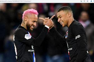 Kylian Mbappe Tertangkap Kamera Ngomongin Neymar di Bangku Cadangan