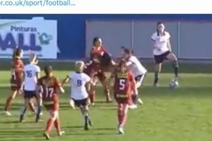 Laga Sepak Bola Wanita Berlangsung Ricuh, Para Pemain Jambak-jambakan di Lapangan