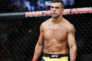 Menang dari Legenda Bangkotan, Eks Juara UFC Mau Sikat Canelo Alvarez dan Tyson Fury