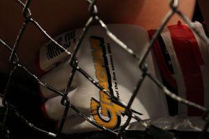 Sopir Taksi Online Diberitakan Menabrak Mantan Petarung UFC Hingga Tewas