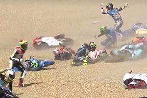 VIDEO - Tabrakan Berbahaya Bak Bowling di Moto3 Catalunya