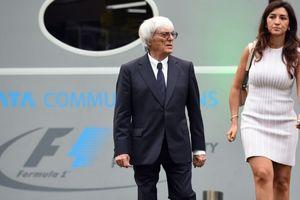 Punya Istri Lebih Muda 45 Tahun, Mantan Bos Formula 1 Ini Nantikan Kelahiran Anak Keempatnya