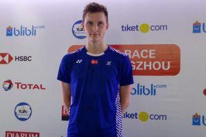 Bukan Nyaris, Viktor Axelsen Nyata Lempar Raket di Depan Wasit Final Spain Masters 2020
