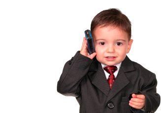 Jangan Beri Gadget pada Si Kecil! Hambat Perkembangan Komunikasi Anak