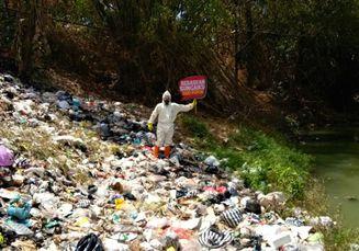 Mengkhawatirkan, Masyarakat Sekitar Membuang Popok di Sungai Brantas
