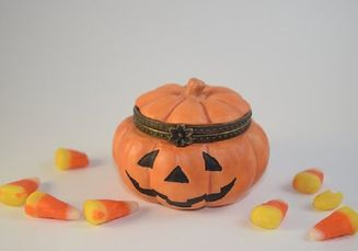 Mengapa Saat Perayaan Halloween, Anak-Anak Meminta Permen?