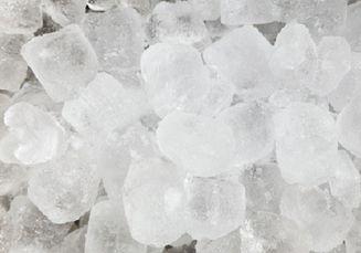 Ada Es yang Berwarna Putih, Ada yang Transparan, Apa Penyebabnya, ya?