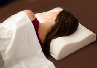 Jangan Sembarangan, Pakai Bantal Harus Sesuai dengan Posisi Tidur, Lo!