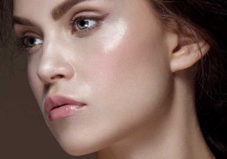 Udah Mengikuti 4 Tren Makeup 2019 Ini? Glowing Look Masih Ngetren Lho!