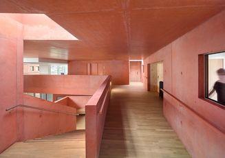 Rumah Jompo Prancis Ini Buktikan Warna Pink Bukan Hanya untuk  Millenial