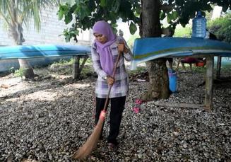 Arisan Ibu-ibu di Buton Berdampak pada Kebersihan Lingkungan