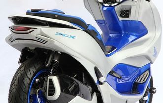 Honda PCX Bensin Transformasi Mirip Electric, Kelir Putih-Biru Penguat