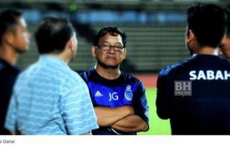 Pelatih Klub Malaysia Pingsan Ditabrak Pemain Sendiri Saat Latihan