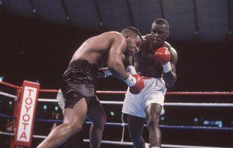 Ketika Mike Tyson Hancur Dihantam 4 Tinju Brutal Buster Duglas