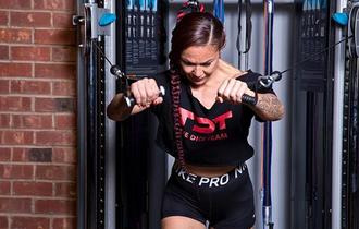 Kekar Layaknya Begal, Petarung UFC Wanita Ini Kalah Dengan Buah Semangka