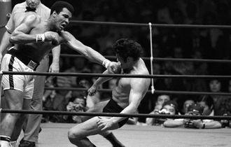 Momen Dahsyat Ketika Muhammad Ali Hindari 21 Pukulan Lawannya